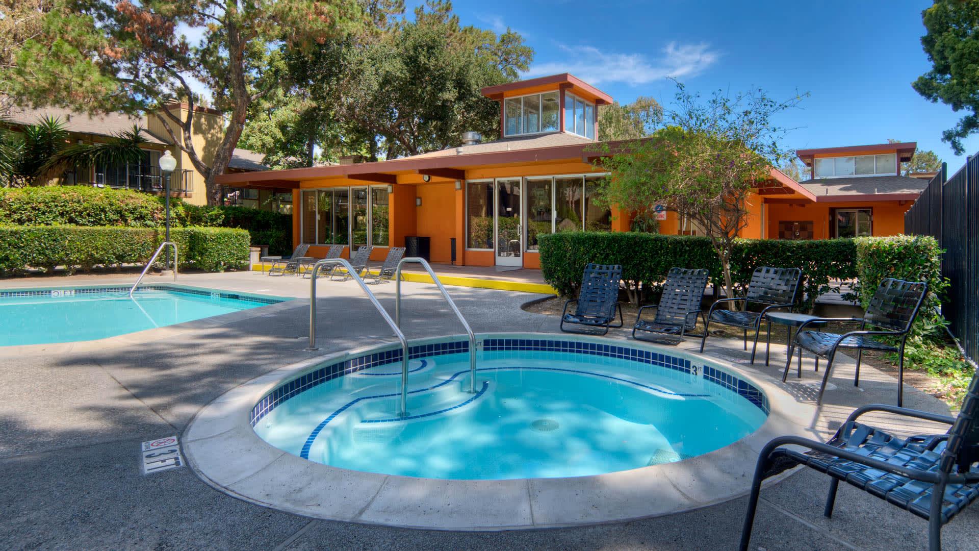 Laguna Clara Apartments - Swimming Pool