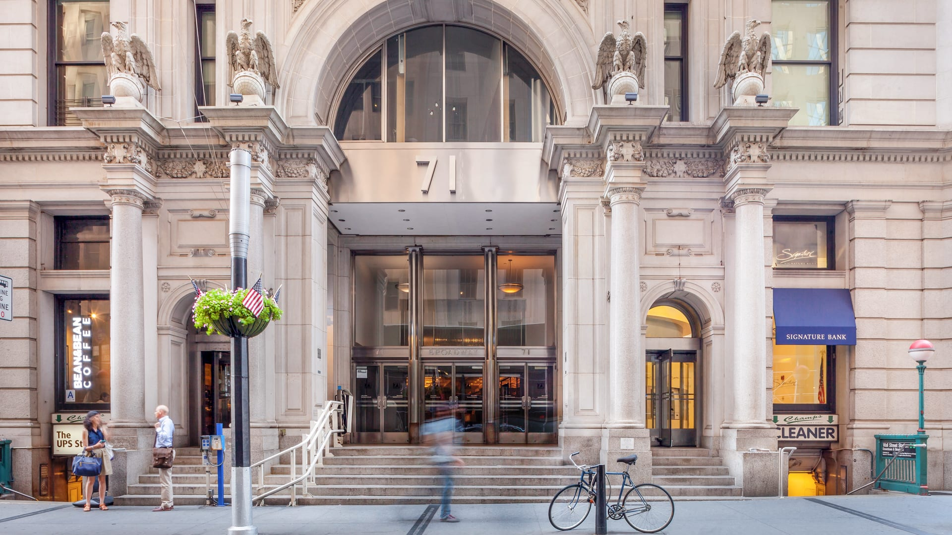 71 Broadway Apartments - Entrance