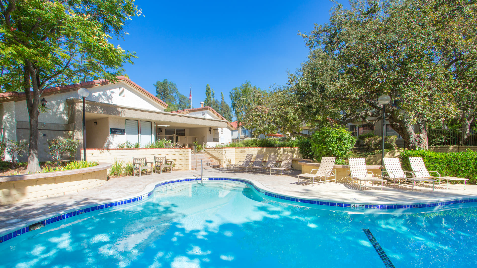 Country Oaks Apartments - Swimming Pool