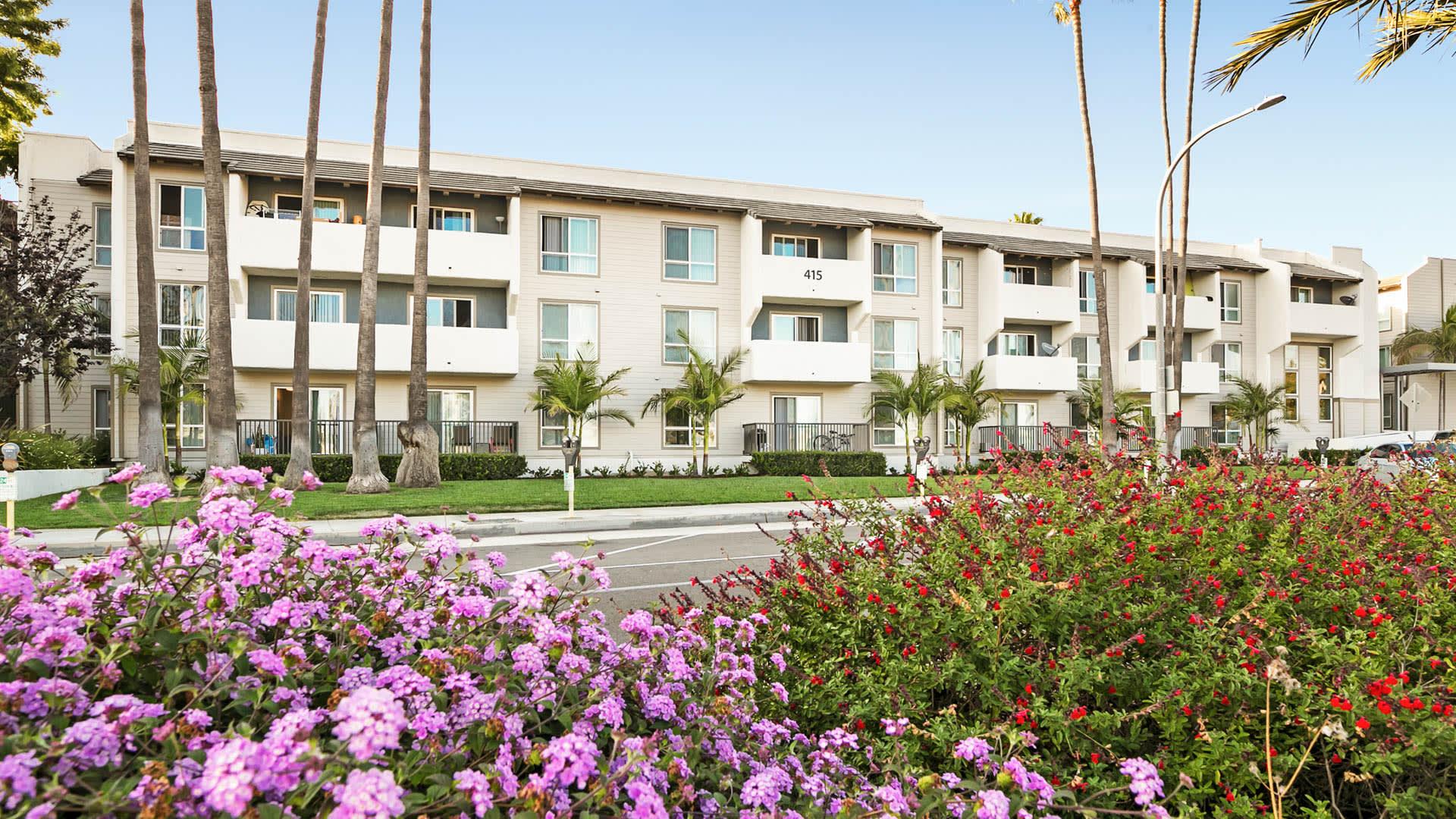 Playa Pacifica Apartments - Exterior