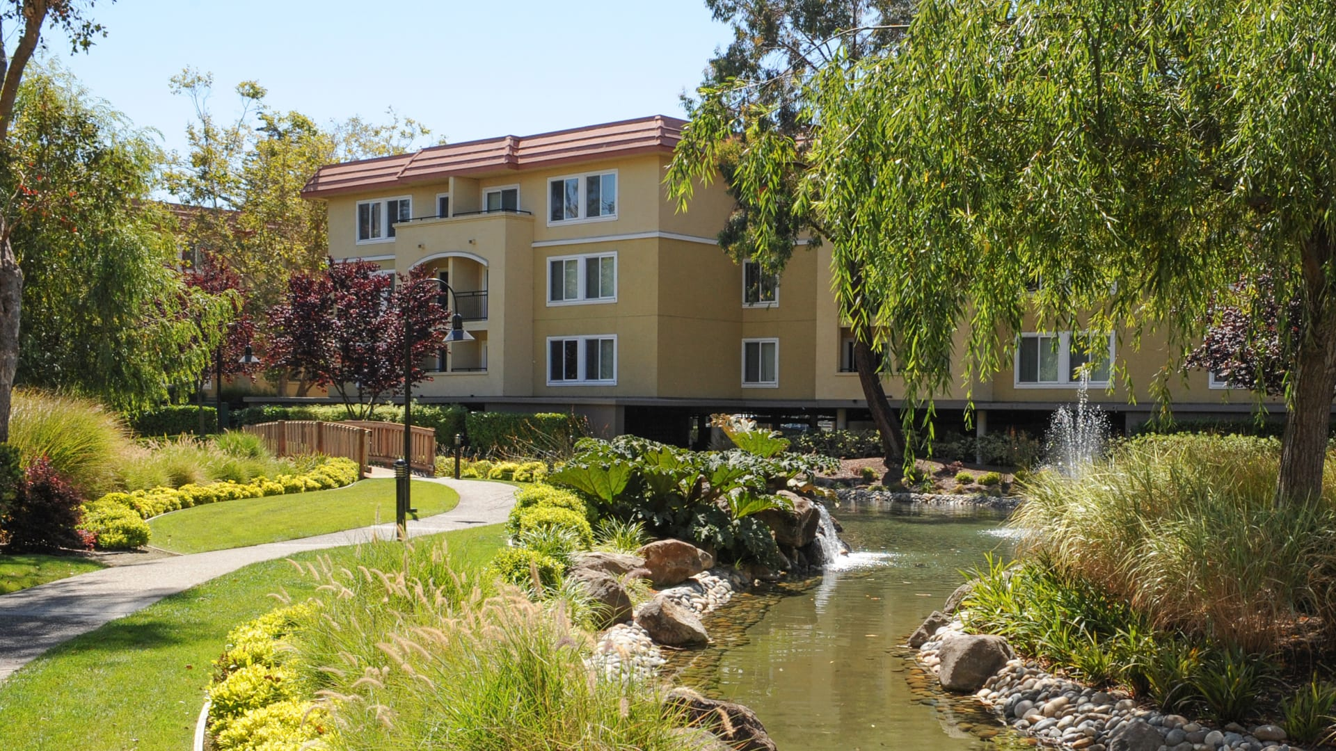 Northpark Apartments - Courtyard