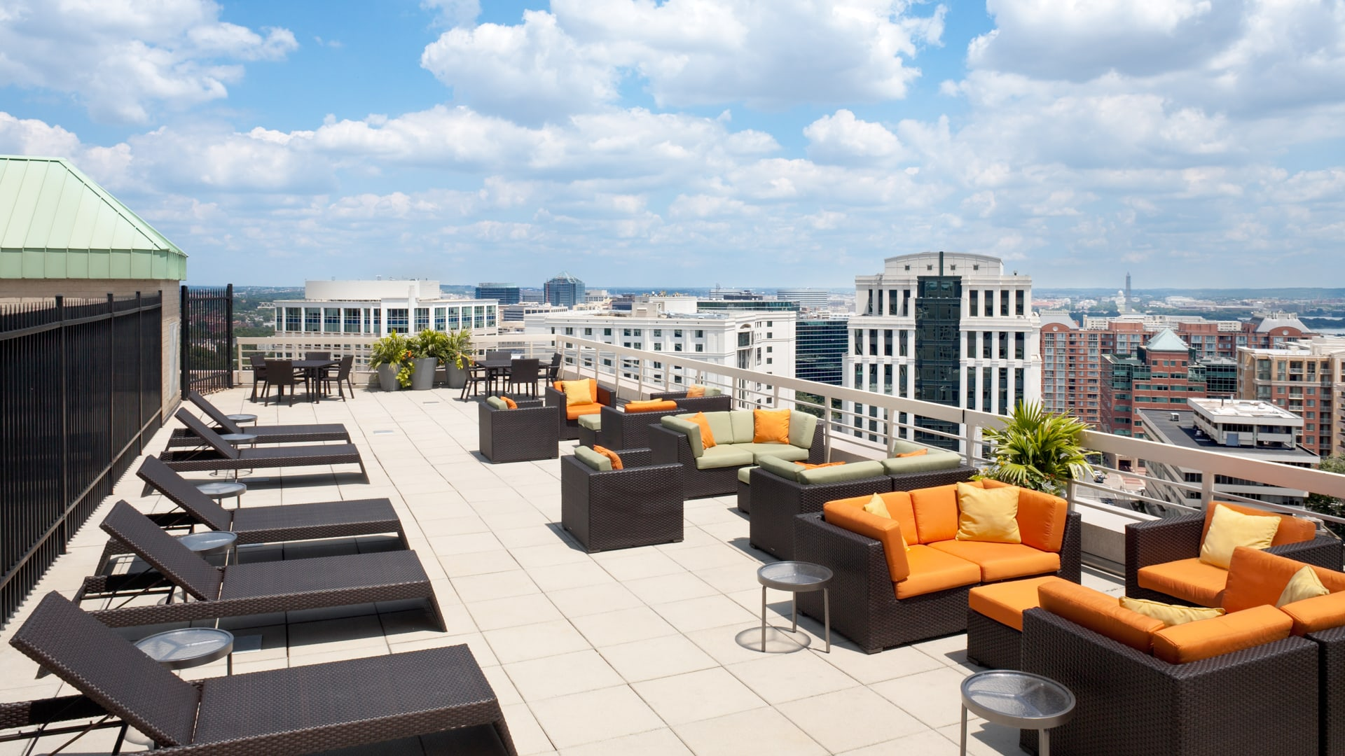 Courthouse Plaza Apartments - Sun Deck