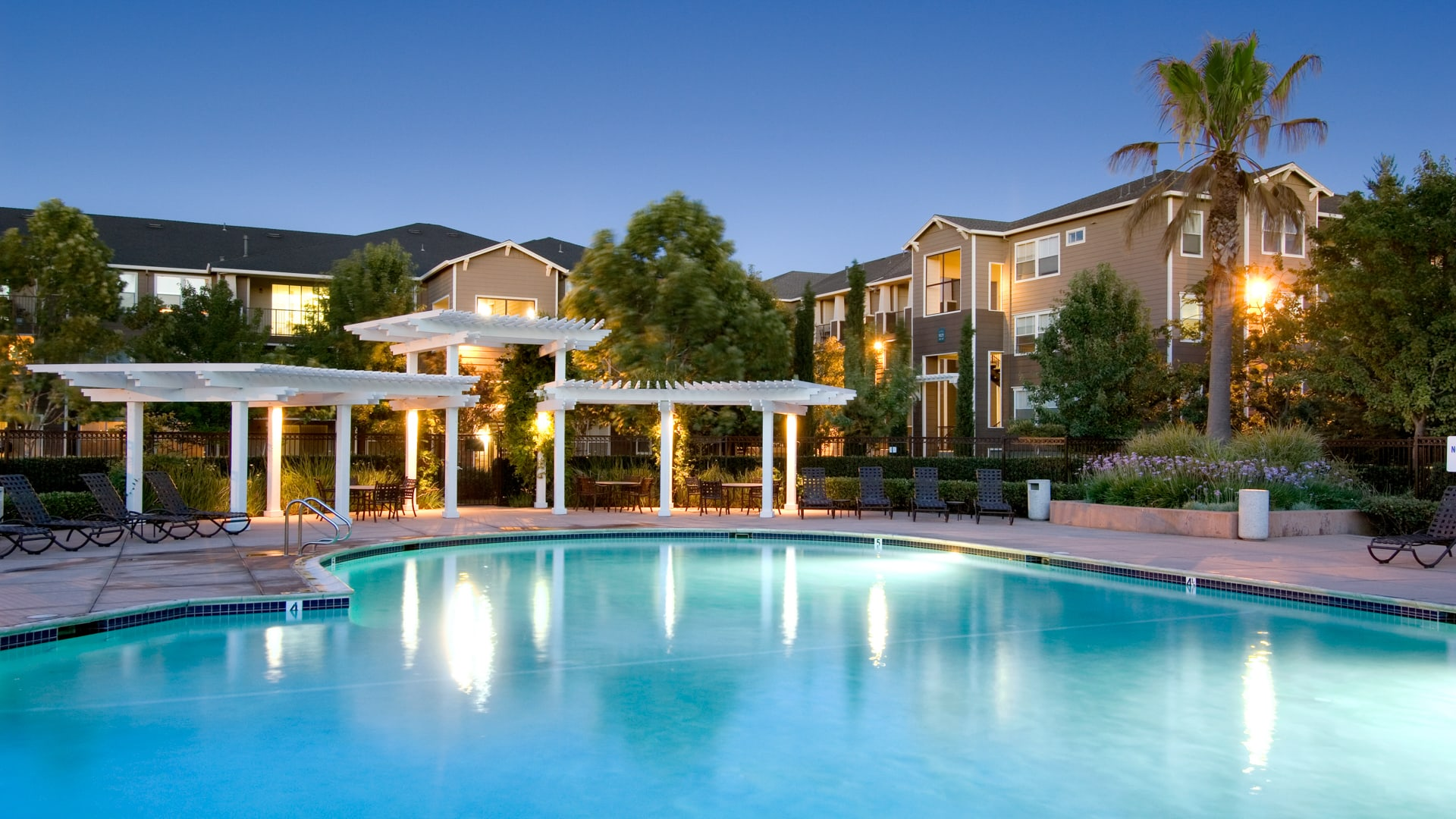 Fountains at Emerald Park Apartments - Pool