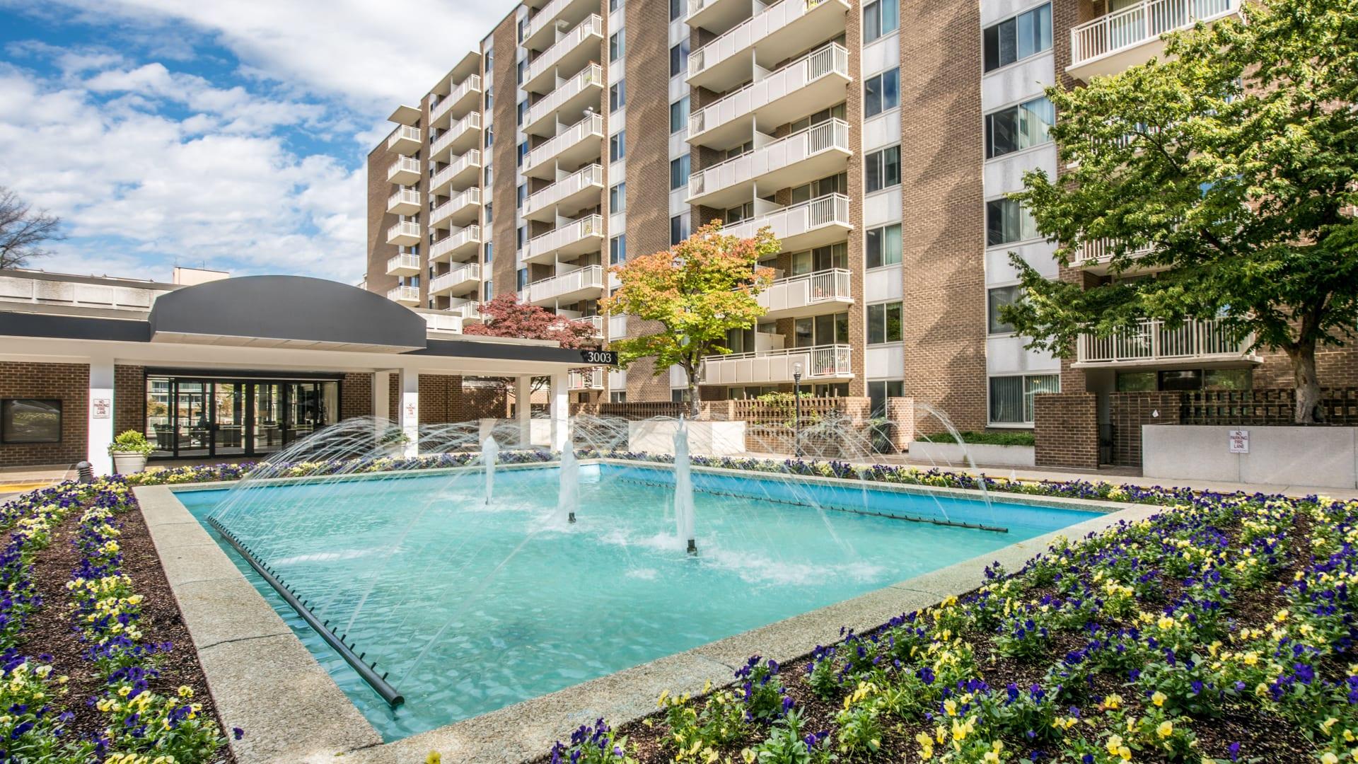 3003 Van Ness Apartments - Courtyard