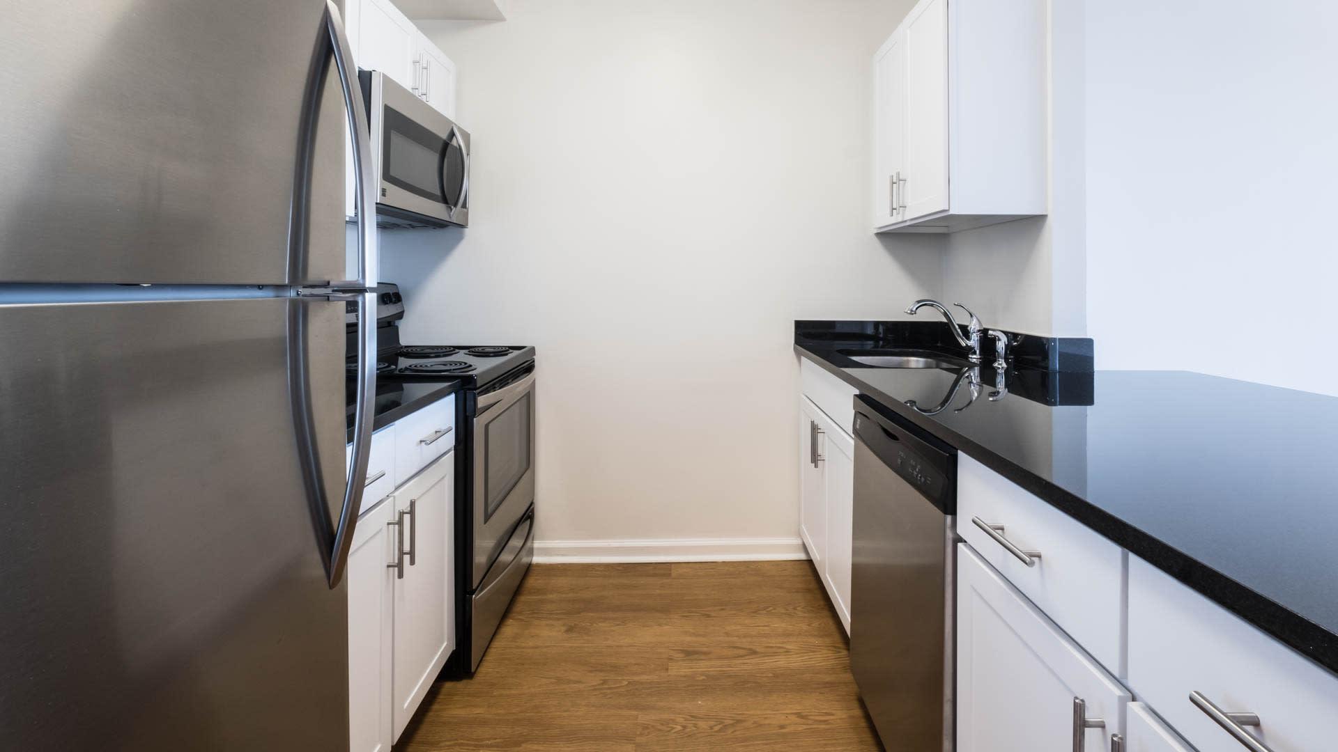 77 Park Avenue Apartments - Kitchen