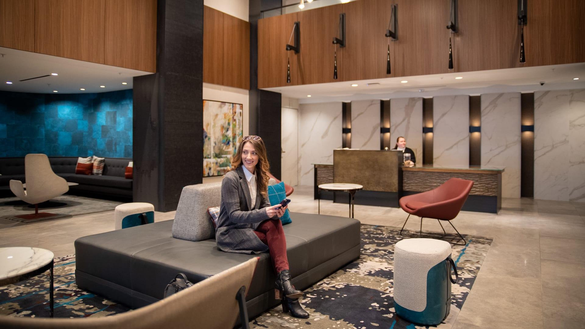 1800 Oak Apartments - Lobby