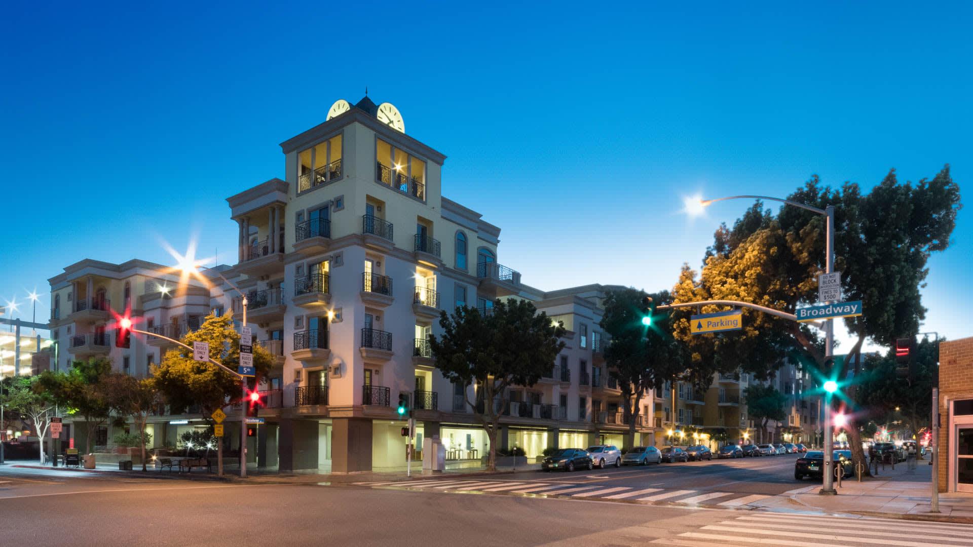 425 Broadway Apartments - Exterior