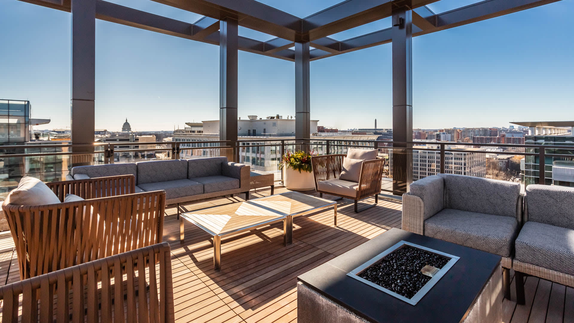 100K Apartments - Rooftop Fire Pit