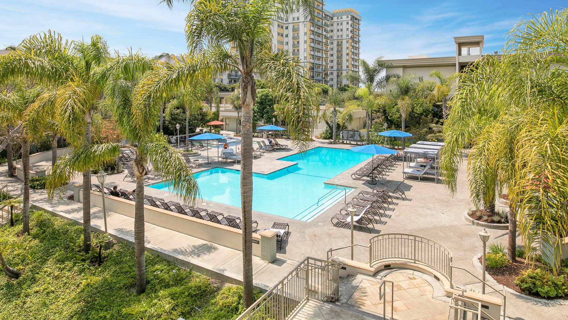 Pearl Apartments - Swimming Pool