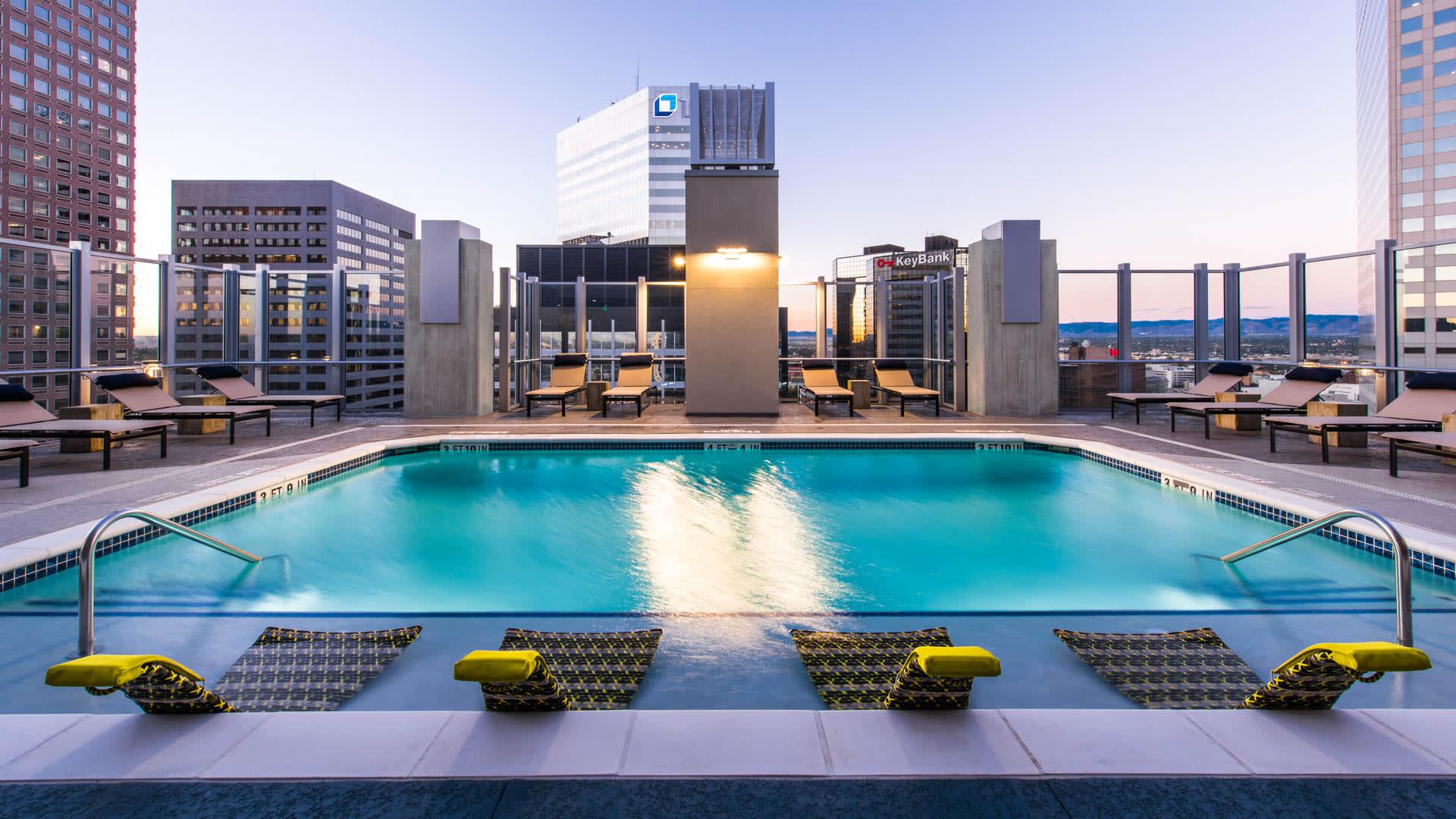 Skyhouse Denver Apartments - Swimming Pool
