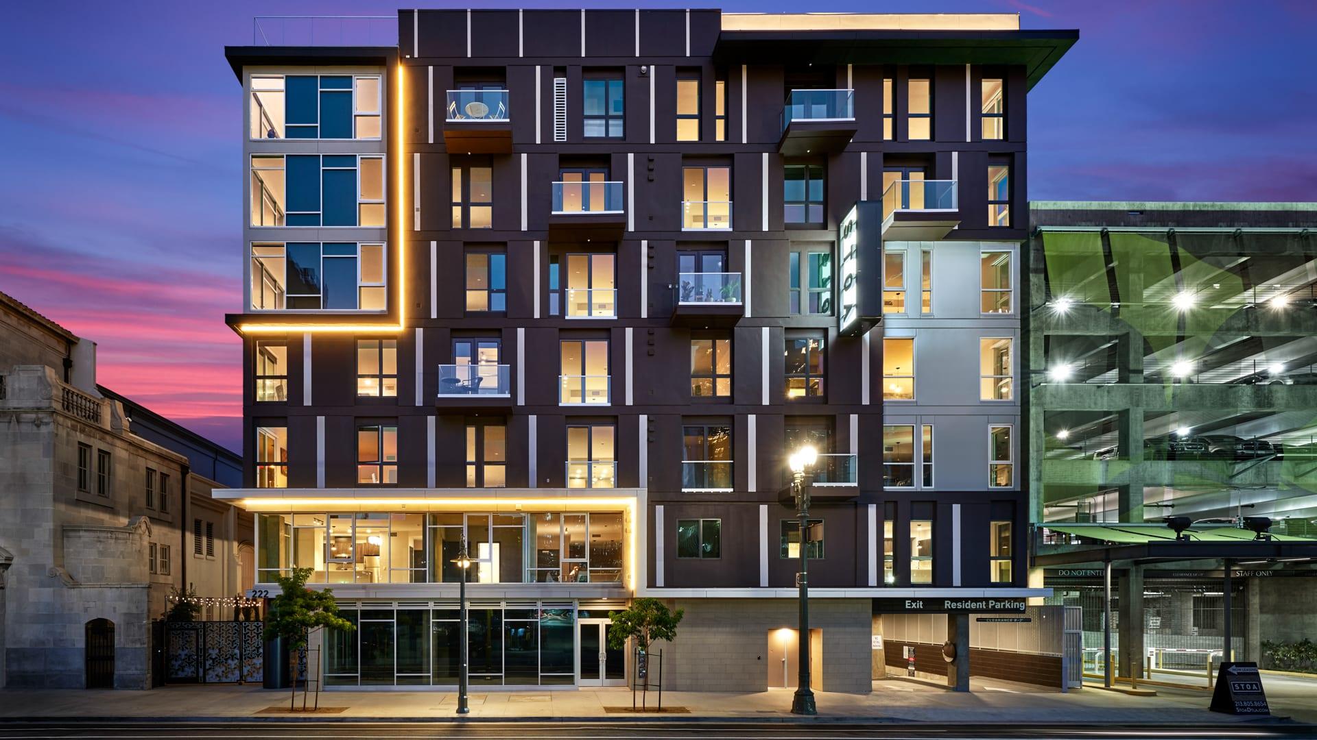 STOA Apartments - Exterior