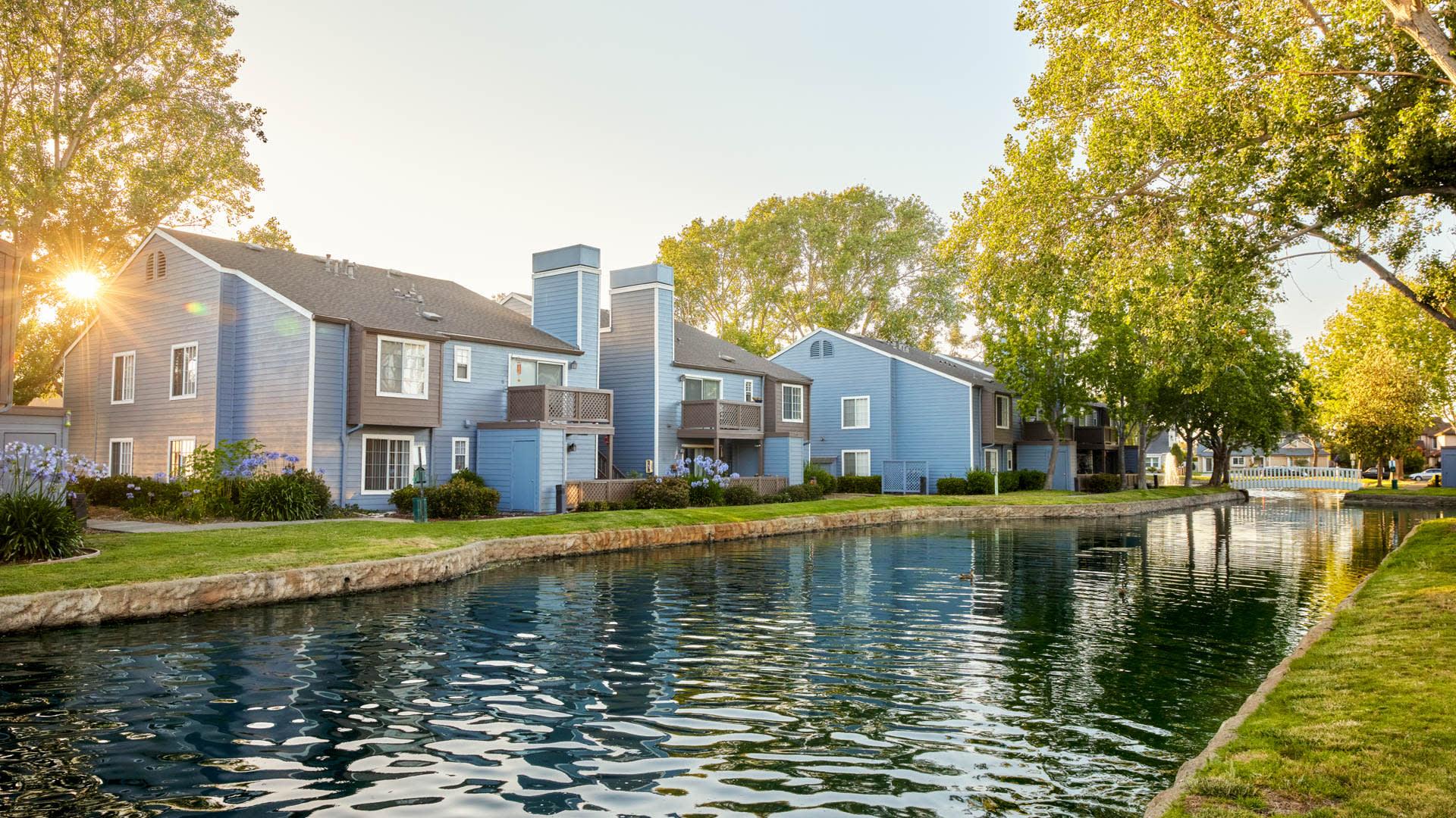 Lantern Cove Apartments - Exterior