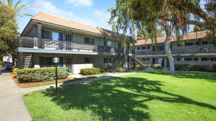 Regency Palms Apartments - Exterior