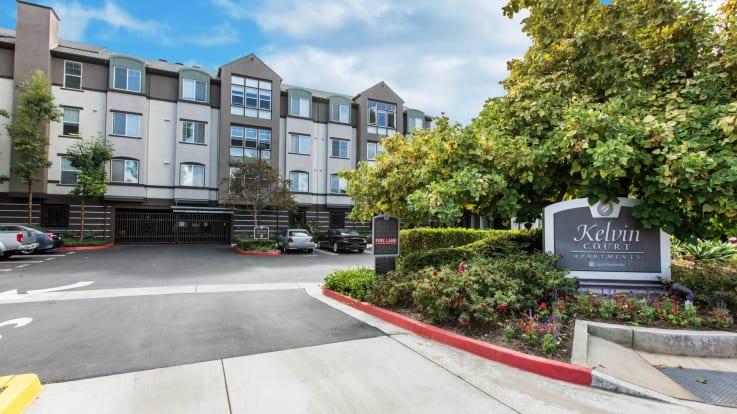 Kelvin Court Apartments - Entrance