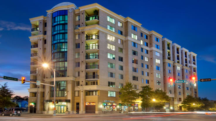 2201 Wilson Apartments - Building