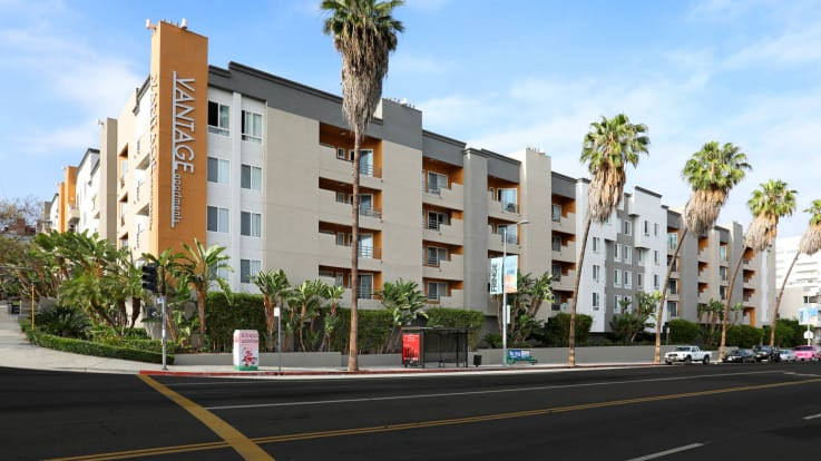 Vantage Hollywood Apartments - Exterior
