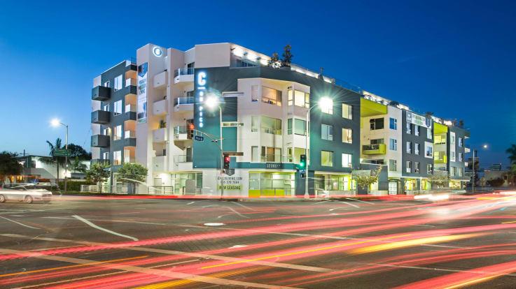 C on Pico Apartments - Exterior