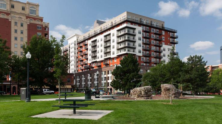 Radius Uptown Apartments - Exterior