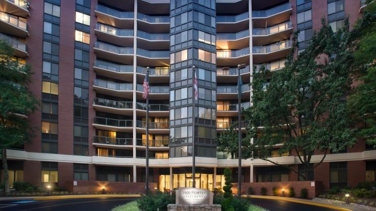 2501 Porter Apartments - Exterior