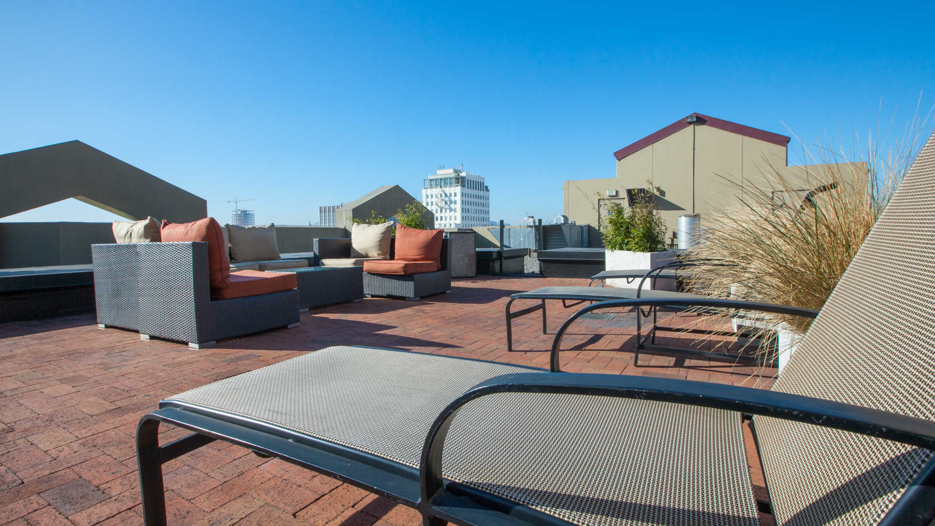 Geary courtyard apartments rooftop deck