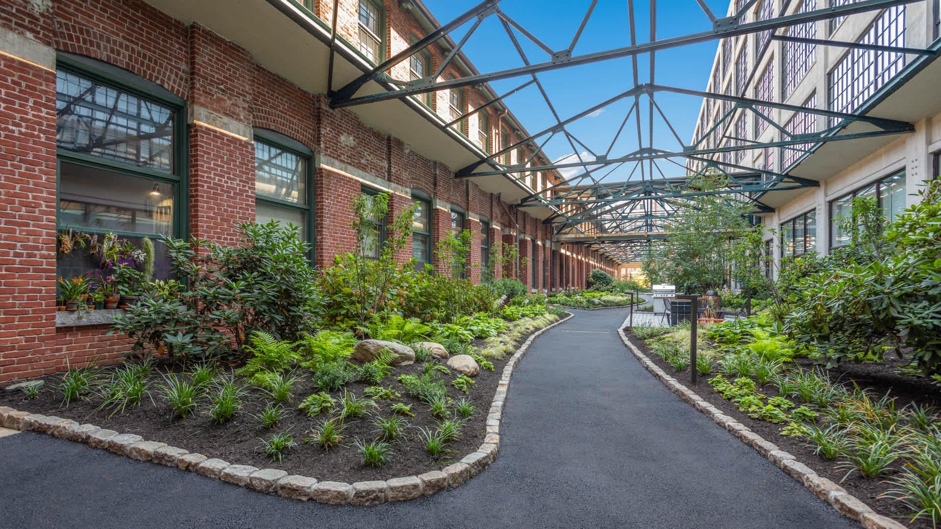 Lofts at kendall square apartments courtyard