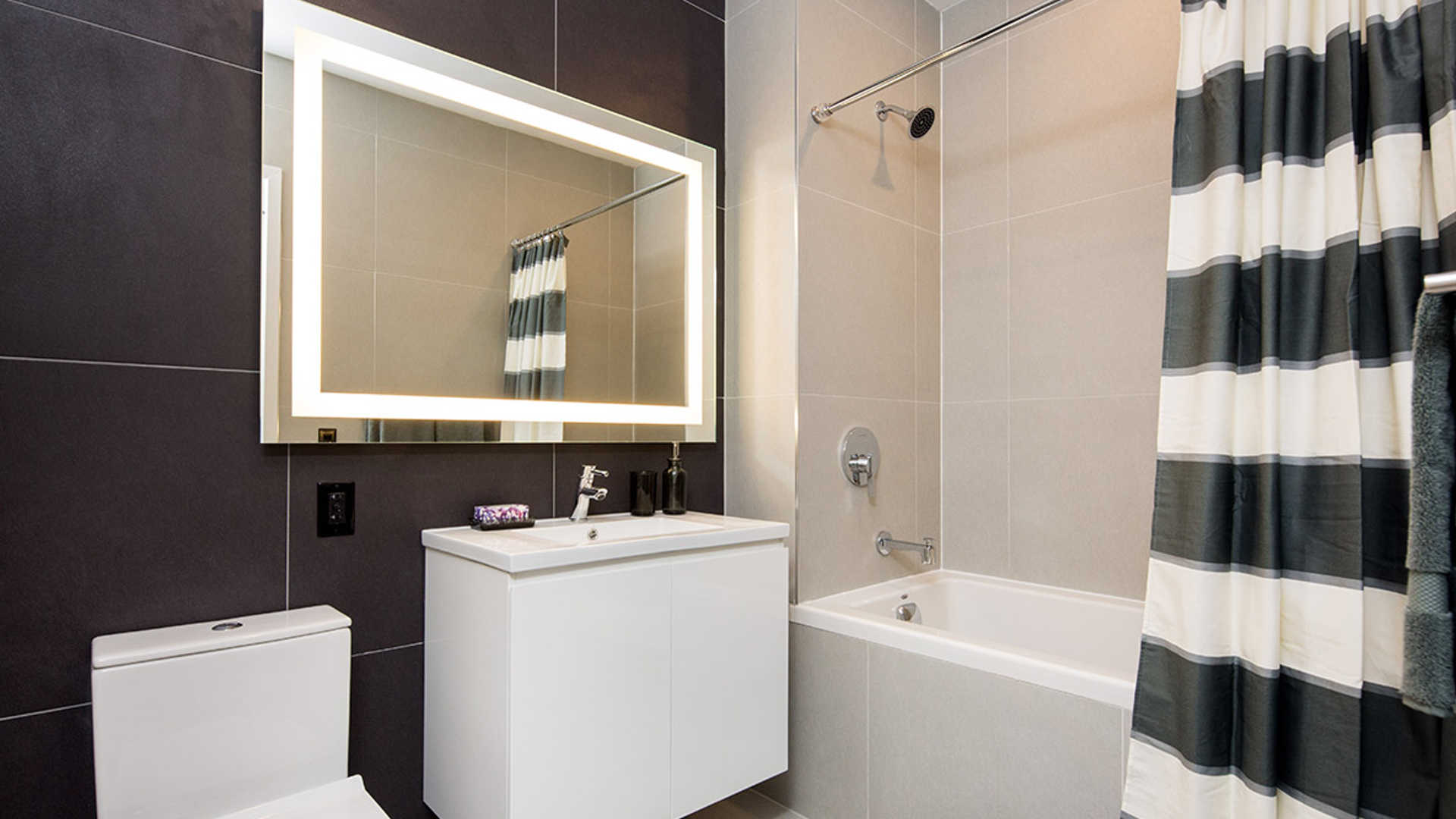 Atelier apartments bathroom