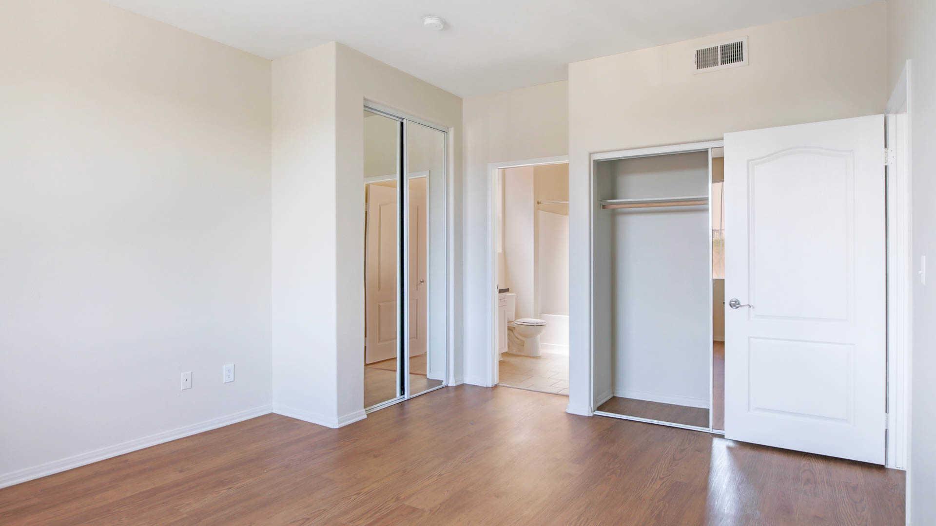 Westside On Beloit Apartments: 2033 Beloit Ave In Brentwood    EquityApartments.com